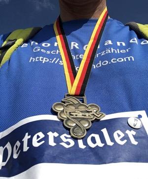 Medaille vom Marathon Deutsche Weinstraße